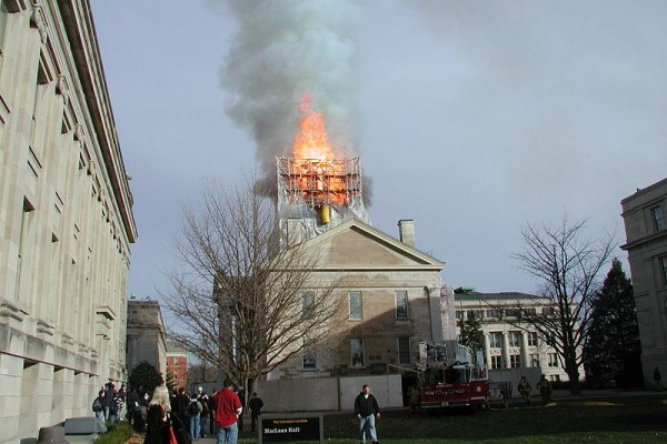 the old capital dome burns 2001 photo credit Jabuol